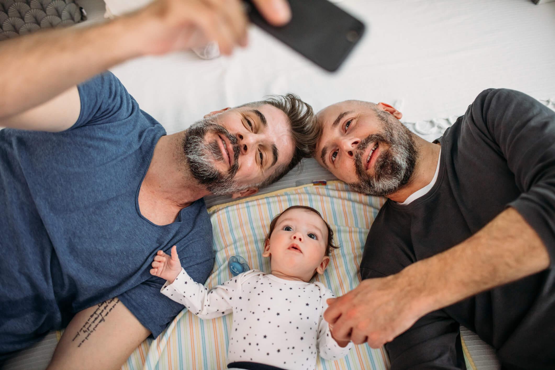 Projeto de lei garante registro de dupla maternidade ou paternidade a casais homoafetivos