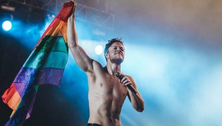 Dan Reynolds doa casa de sua infância para ONG LGBTQIA+