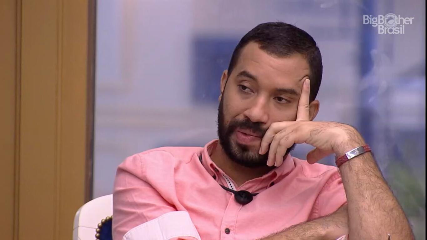"""BBB21: Juliette diz a Gil que não quer vê-lo como """"b1ch4 escandalosa"""""""