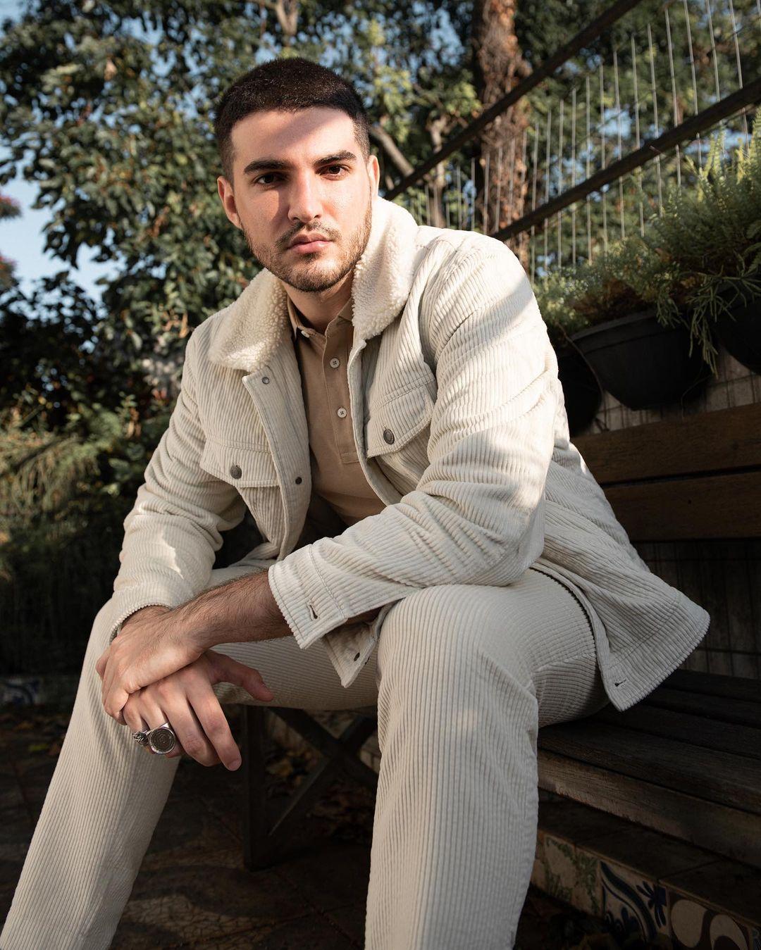 Em clima intimista, o cantor gravou um pocket show com cinco músicas para o projeto GQ Vozes