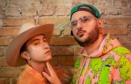 """Cantores gays lançam feat de pagode com sertanejo: """"Tô Torcendo Pra Ser Dengue"""""""