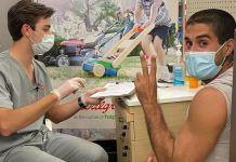Fãs pedem que Diego Sans faça filme com o enfermeiro que o vacinou contra covid
